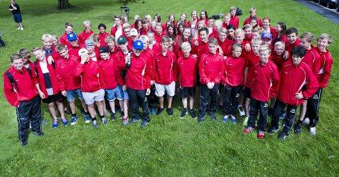 Alle samlet: Her er alle Fredrikstads deltagere samlet før avreisen til Aalborg-lekene. Konkurransene startet i dag tidlig. Foto: Trond Thorvaldsen