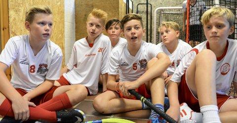 Betenkte: Lukas Paulsberg (11), Anders Christiansen (11), Sebastian Knutsen (12), Birk Syversen (12), Anders Stene-Johansen (11) og Oliver Fjeld (12) var litt betenkte etter to tap i Plankecup, men koste seg. likevel.