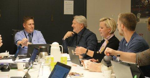 UENIGHET: Opposisjonen i Råde er uenige både i måten viktige saker ble behandlet på, og utfallet. – Vi har gjort alt etter boka, mener ordførere René Rafshol (til venstre) – her fra et møte  mens de fortsatt kunne møtes fysisk.