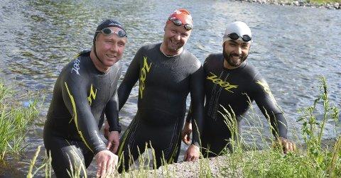 Prøvesvømte: Morten Sandven (f.v.), Andre Dale og Bardia Saleimanzadeh valgte å teste badevann og løyper onsdag.foto: vidar Kalnes