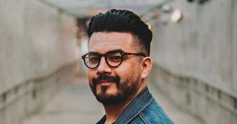 """Chris Medina - artisten med """"What are words"""", skulle spilt på Odal rockeklubb i kveld lørdag. Han er blitt syk og i karantene, men ny konsertdato er 14. august."""