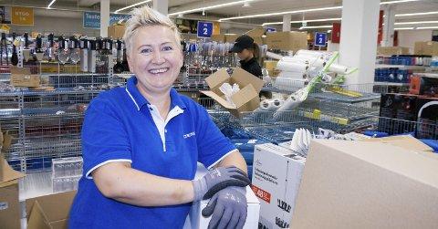 ØNSKET FORANDRING: Tove Lise Løfstrøm er blant de nyansatte på Biltema. – Jeg jobbet tidligere på Kiwi i Åkrehamn. Gøy med forandring, sier hun.