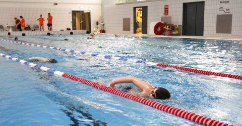 STEVNE: I mangel på svømmestevner har Mosjøen svømmeklubb et eget internt stevne mandag kveld på Kippermoen. Foto: Per Vikan