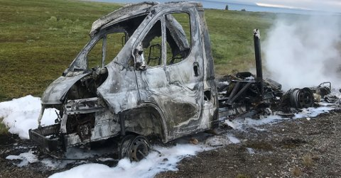 UTBRENT: Bobil brant opp på E75 natt til 14. juli. Den ble helt utbrent.