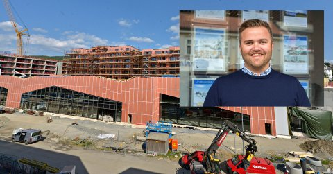 ARBEID: Arbeidet pågår i Sølvparken. Nå kan Lars Martin Nilsrud ta med seg kundene opp for å se på utsikten.