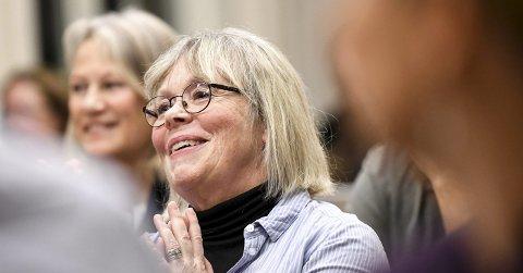JUBLET: En glad Ninnie Bjørnland klappet begeistret etter at hun hadde fått med seg flertallet på å styrke økonomien for lavinntektsfamilier.FOTO: PÅL A. NÆSS