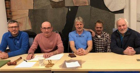 FRITIDSFISKERE: Tore Johnny Markussen (t.v.), Bjørn Sturla Horn (leder), Roger Pettersen, Arnfinn Eriksen og Bernhard Kristensen utgjør styret i Lofoten Fritidsfiskarlag.