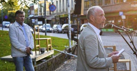 NONSTOPFESTIVALEN 2014: Fylkesordfører Ole Haabeth åpnet festivalen, mens festivalens kunstneriske leder, Per-Olav Sørensen fulgte med i bakgrunnen.