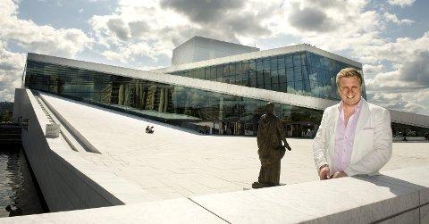 Opera-suksess: Espen Langvik fra Larvik har hatt mange store roller på operascener flere steder i Norge. Søndag holder han utflyttertalen i Bøkeskogen i hjembyen. Arkivfoto
