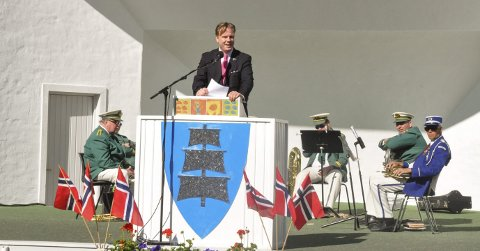 Holdt utflyttertalen: Operasanger og utflytter fra Larvik, Espen Langvik, holdt dagens tale på utflytternes dag i Larvik. Særlig la han vekt på ungdomsmiljø- og kultur.foto: vårin alme