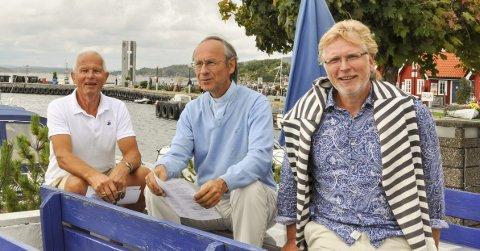 Klare for gudstjeneste: Jan Tanggaard, Terje Fonk og Audun Haga på Sydvesten i Helgeroa. foto: vårin alme