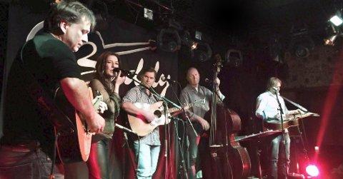 Middlewood: Det blir liv på scenen når bluegrassbandet Middelwood spiller opp.
