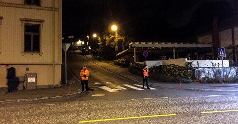 STENGT: Romberggata er stengt i begge ender med vakter som ikke slipper noen forbi.