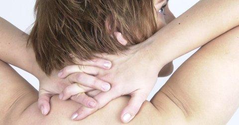 Over halvparten av de som rammes av smerter i nakke og rygg er kvinner i yrkesaktiv alder.