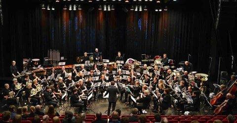 KREVER PLASS: Ådalsbruk musikkforening med over 50 musikere får ikke plass på scenen i Løten kino.  Korpset er regjerende Hedmark og Oppland-mestere i janitsjar, her fra konkurransen i 2019.