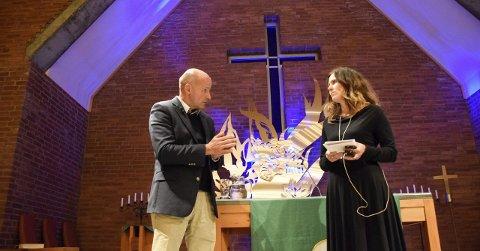 Geir Lippestad og Kristin Moen Saxegaard hadde hver sin rolle etter 22. juli 2011. De snakket også om å miste et barn, under mandagens arrangement i Ullerål kirke.