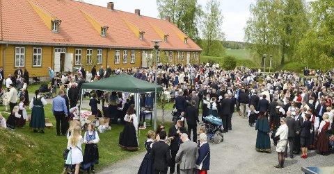 Vil utvikle skansen som kulturarena: 17. mai samles mange på Blaker skanse for å feire nasjonaldagen, men for å få en bærekraftig økonomi mener kommunen det er nødvendig å sette av penger til investeringer. FOTO: Jarle Pedersen