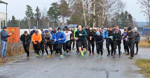 Startskuddet: Startskuddet har gått for lørdagens torsdagsløp i Kalnesskogen.