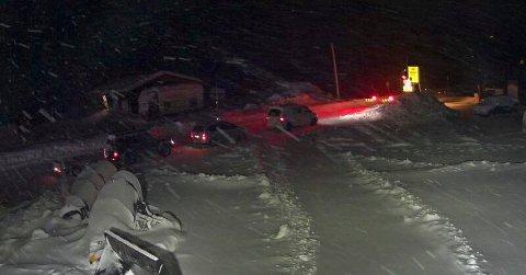 Dårlig sikt på grunn av snø og vind skapte problemer på fjellovergangene søndag. Foto: Statens vegvesen
