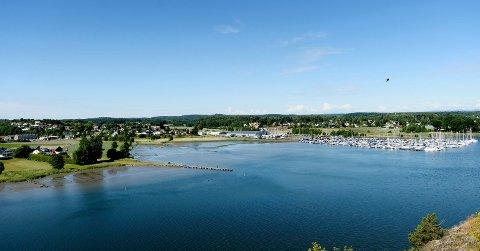 Båthavna får bli her på Hjemseng, mens opplagshall og verksted flyttes til Lofterød.