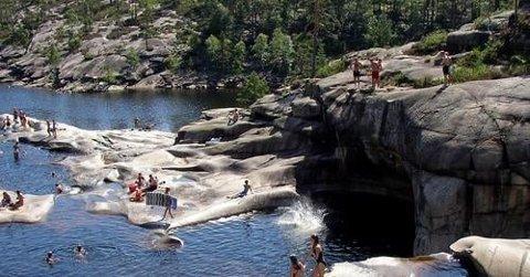Mange liker å bade her, men det skjer på eget ansvar, melder Agder Energi.