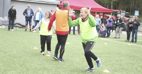 Måååååååål: Her har Erlend Dahl akkurat satt ballen i mål i håndballkampen, sånn at det gule laget tok ledelsen under Frogniaden på Høiås.