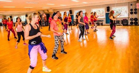 """TRENER FOR EN GOD SAK: For tredje år på rad arrangerer Ås fysioterapi og treningssenter """"Pink Party"""" til inntekt for Rosa Sløyfe-aksjonen."""