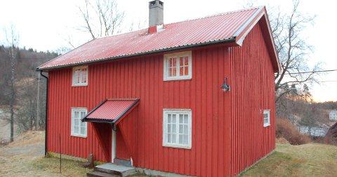 Omdiskutert: Uenighetene begynte raskt etter at Knut Hartveit kjøpte eiendommen Bakken på Vestøl i 2005. Nå, tolv år senere, ruller og går konflikten mellom eier og kommunen fortsatt. Foto: Arkiv