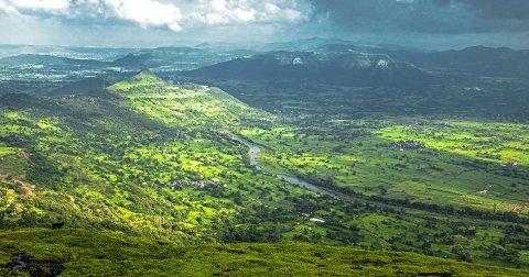 1 UWC mahundra: Skulen ligg på ein fjelltopp i eit naturreservat med utsyn over Mulshi-elva.