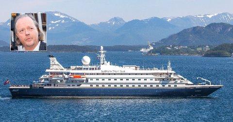 I FARE: Cruiseskipet SeaDream 1, fra SeaDream Yacht Club, eid av Atle Brynestad (innfelt), på vei ut fra Ålesund etter å ligget til kai grunnet korona-situasjonen. Etter Hurtigruten-skandalen står Brynestads cruiserederi i fare for på ny å måtte innstille planlagte seilinger. Foto: Foto: Halvard Alvik / NTB scanpix