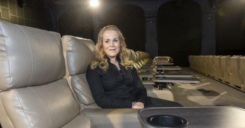 Bergen Kino åpner dørene onsdag. Kinosjef Jeanett Heggland er fornøyd med å ønske 20 av sine 90 ansatte tilbake på jobb, og ikke minst til at publikum igjen skal kunne gå på kino.