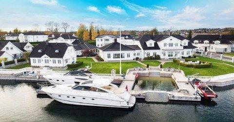 En strandeiendom i Tønsberg er til salgs for hele 50 millioner kroner, som trolig er ny rekord i området.Adressen for eiendommen er Kalvetangveien 93 i Husøysund, et par kilometer sydøst for Tønsberg sentrum.