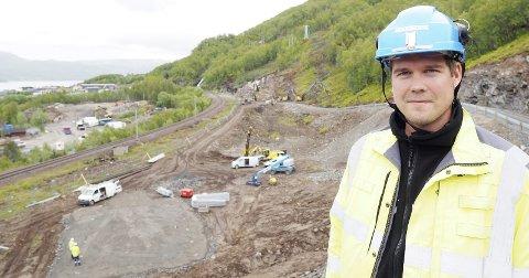 Ferdig til neste jul: Simen Grenersen er Jernbaneverkets prosjektleder for Djupvik kryssingsspor. Investeringen til rundt 330 millioner kroner skal tas i bruk i desember 2017.Alle foto: Terje Næsje