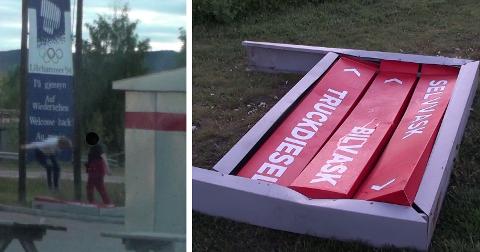 Flere russ hopper på skiltet og ødelegger det.
