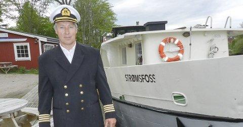 SELGER BÅTEN: Jan Tore Skofterud, daglig leder for Haldenkanalens sluseturer AS, gir opp turene med MS Strømsfoss. Nå selger han båten om noen vil kjøpe.