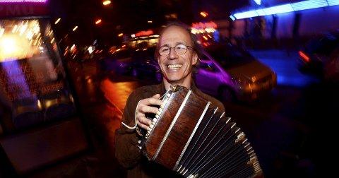 ARTIST I VERDENSKLASSE: Per Arne Glorvigen vil skape musikalsk spenning og latinske rytmer i Hamar med sin bandoneon. Foto: Privat