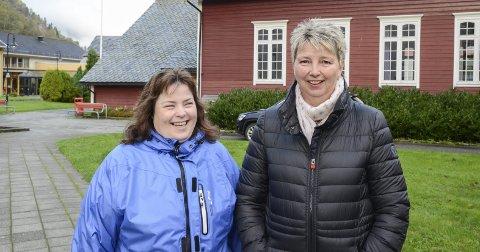 Blide arrangørar: Sølvi Irene Måge (t.v.) og Liv Eggestøl står bak marknaden i ungdomshallen. – Vi får god hjelp frå våre ektemenn, seier damene.