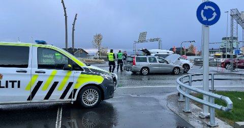 Rundkjøringen ble sperret av etter ulykken.