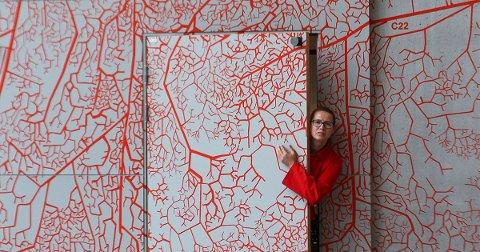 FYLKESKOMMUNALT KUNSTOPPDRAG: Izabela Zolcinska har laget illustrasjoner til forsida, baksida av kulturstrategien og hvert av de seks hovedtemaene stedsutvikling, inkludering, kunnskap, aktivitet, arenaer og internasjonalisering.