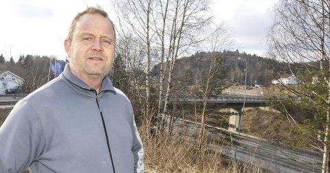 Kragerø-ordfører Grunde W. Knudsen mener det trengs mer tid til E18-høringen, blant annet for å sikre en skikkelig lokal involvering.