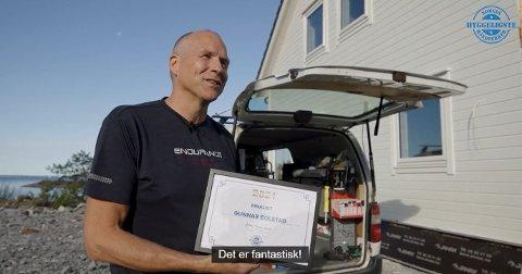 Elektrikar Gunnar Bolstad i H2 Elektro er komen langt i kåringa «Norges hyggeligste håndtverker». Her ser du skjermbilde av videosnutten som ligg av han på nettsida til konkurransen.