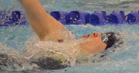 NY PERS: Jenny Halden perset seg med to sekunder da hun fikk finale på 100 rygg. Foto: Rune Helle