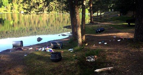 Lite hyggelig: Slik så det ut ved Kjennerudvannet søndag morgen. Det har også kommet klager om bråk og mopedkjøring. Politiet kommer til å følge litt ekstra med i tiden fremover, og