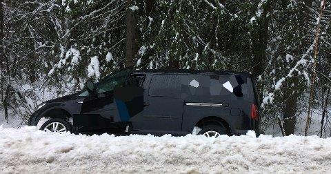 Havnet i grøfta: Nå kan det være glatte veier i distriktet. I Jondalen var en sjåfør litt uheldig onsdag.