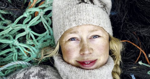 Kunstneren: HVALER Kunstner Solveig Egeland bygger hytter av søppel hun finner i fjæra. Til hovedsak om marin forsøpling. FOTO: ADRIAN ØHRN JOHANSEN/ DAGBLADET