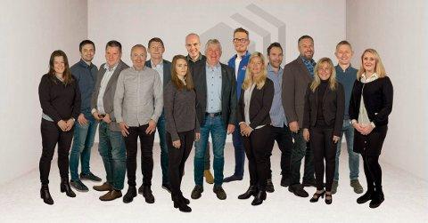 Flere fagfolk: I dag er det 15 ansatte ved kontoret i Svolvær. 1. august kommer det tre til.