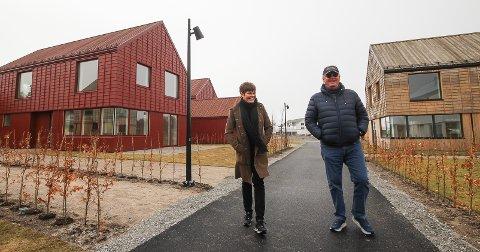 KLARE: Utbygger Stig Fische og eiendomsmegler Anca Buberg tror de nye eneboligene i Larkollen vil fenge Oslo-folk.
