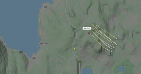 Her ser man hvordan ambulansehelikopteret har søkt etter kvinnen. Illustrasjon: Skjemdump fra flightradar.
