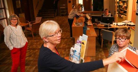 VALGFOLKET I GRAN: Anne Sofie Aasheim, valgansvarlig Kirsten Jåvold Hagen (t.v.) og fagleder Solveig Taaje regner med at det vil lenger tid å telle opp stemmene i år. FOTO: PER EIVIND KNUDSEN, HADELAND