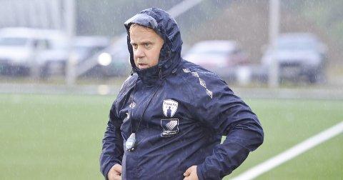 I GANG: Tore Arne Jakobsen, trener i Rana FK, mener de må noen knepp opp for å etablere seg i 3. divisjon.